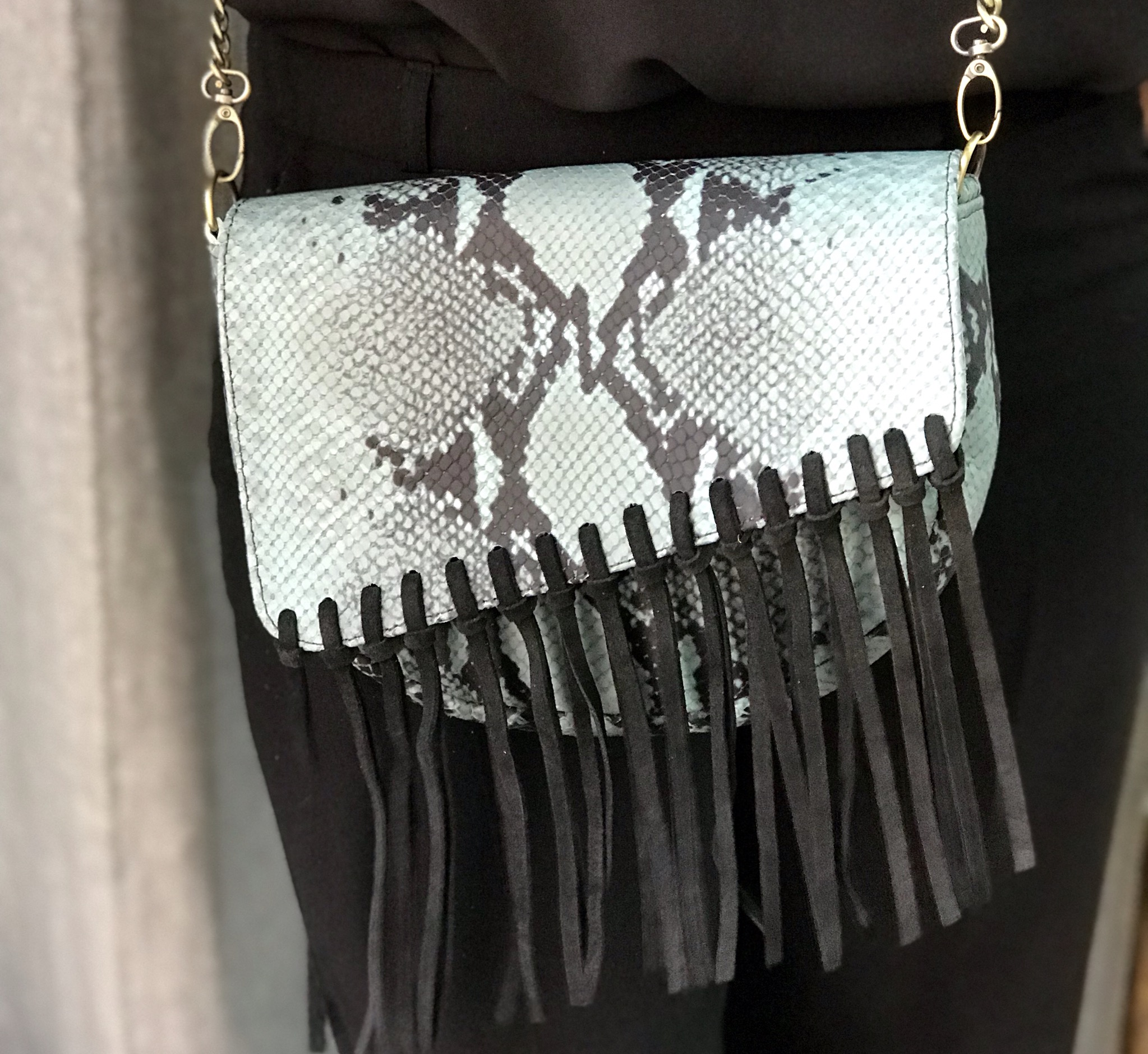 Bag leather croco green black with suede leather black fringes
