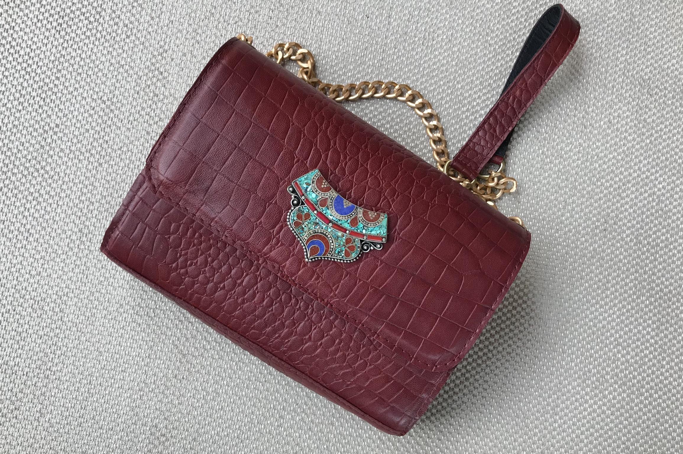 Bag leather croco burgundy with artisanal jewelry
