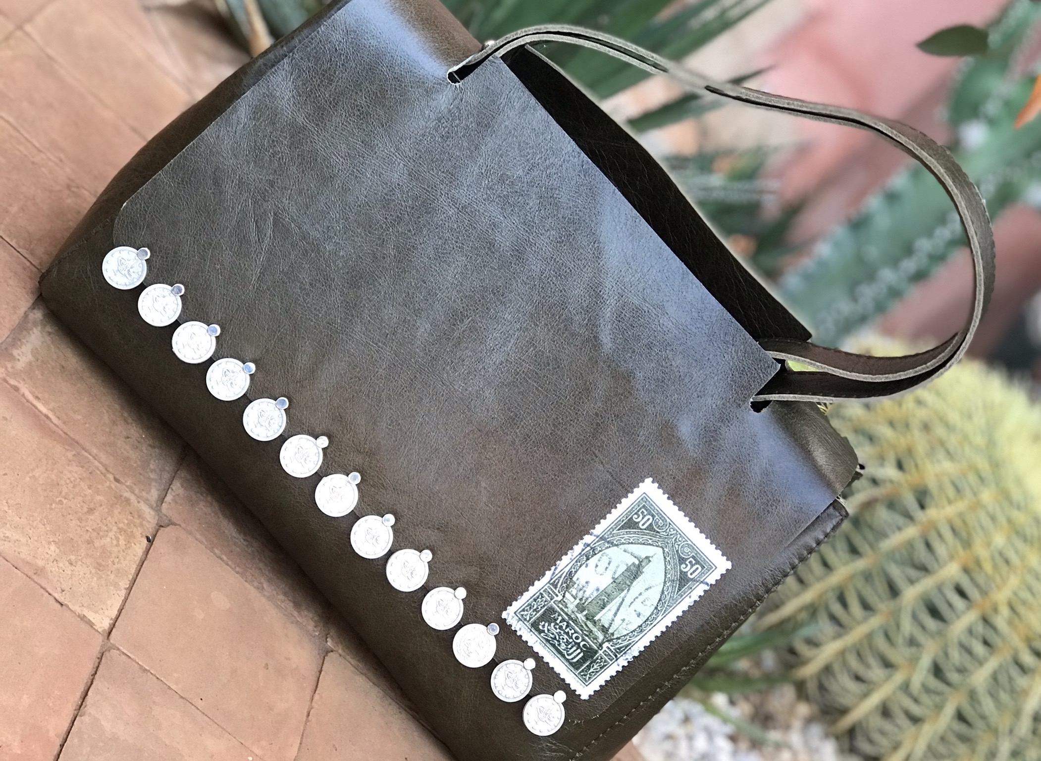 Handbag leather khaki with stamp & coins