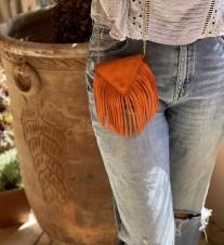 Bag mini enveloppe suede leather orange with fringes