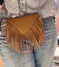 Bag leather enveloppe camel with fringes