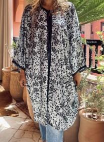Kimono crêpe noir bleu ciel imprimé fleurs avec Sfifa noire