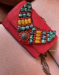 Bag leather caviar red with necklace with moroccan pearls yellow red green