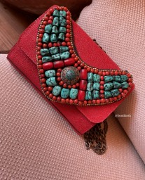 Bag leather caviar red with necklace with moroccan pearls Red green