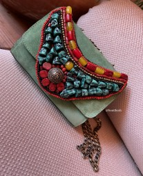 Bag suede leather green with necklace with Moroccan pearls red yellow green