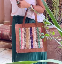 Bag leather brown with rug colorful