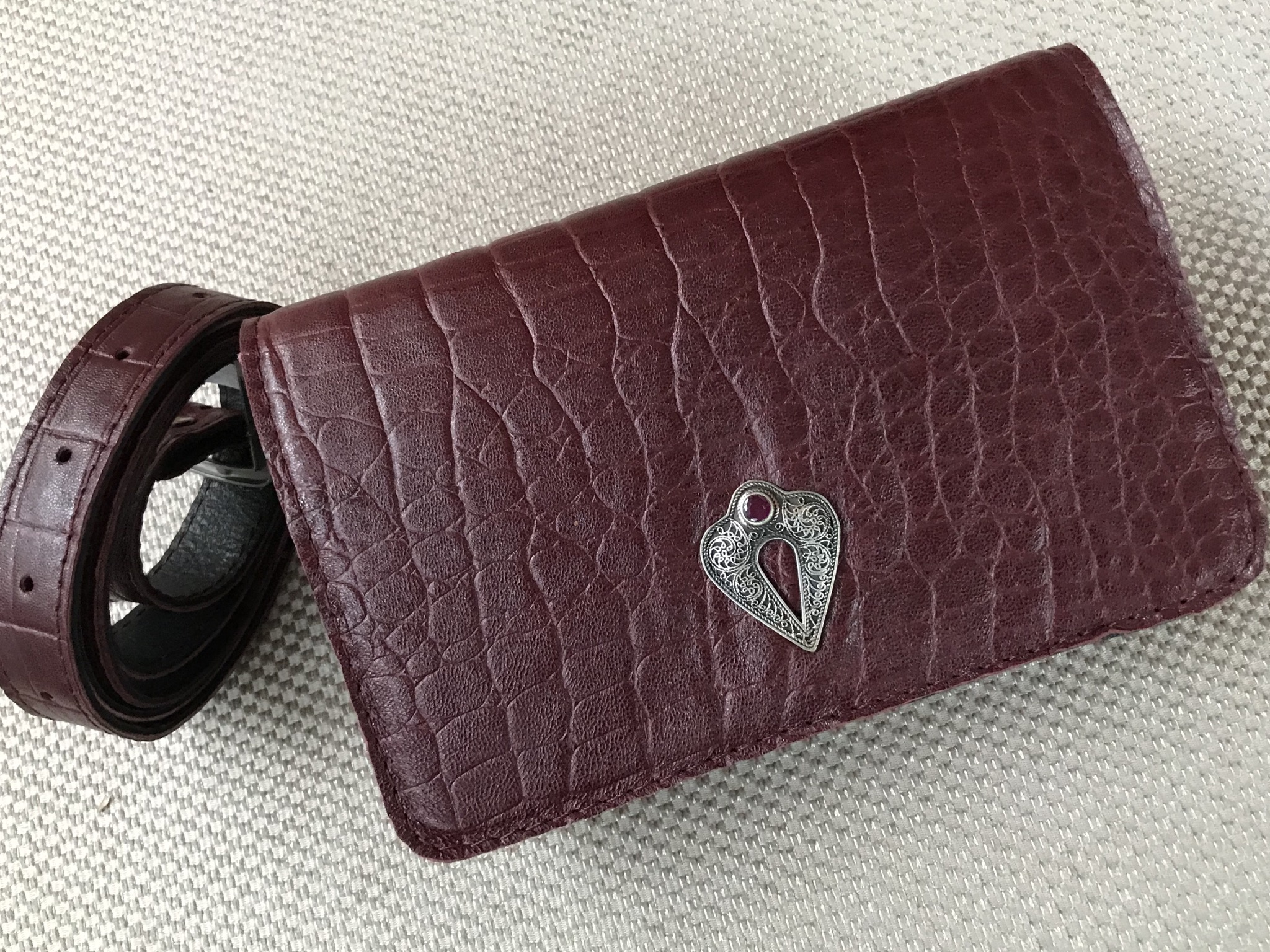 Beltbag Leather croco burgundy with jewelry
