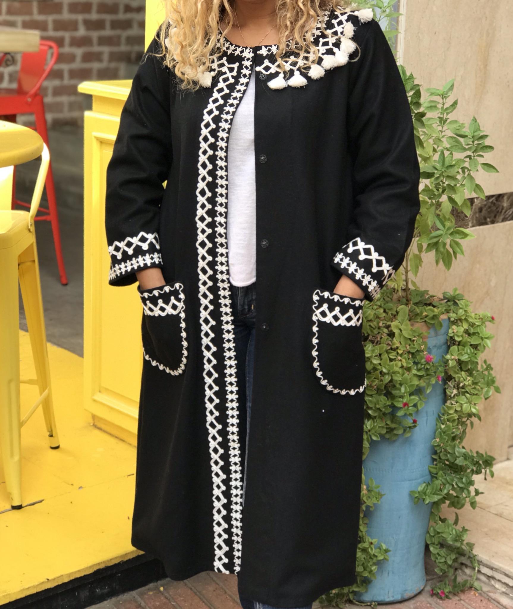 Coat flanelle black 3fil & pompons White