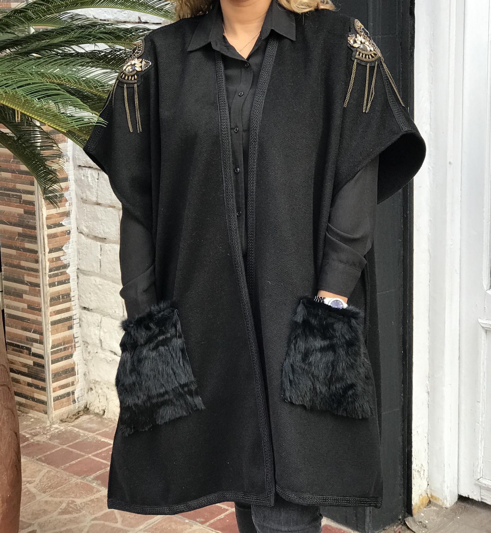Kimono tweed black with gallons strass & fur pockets
