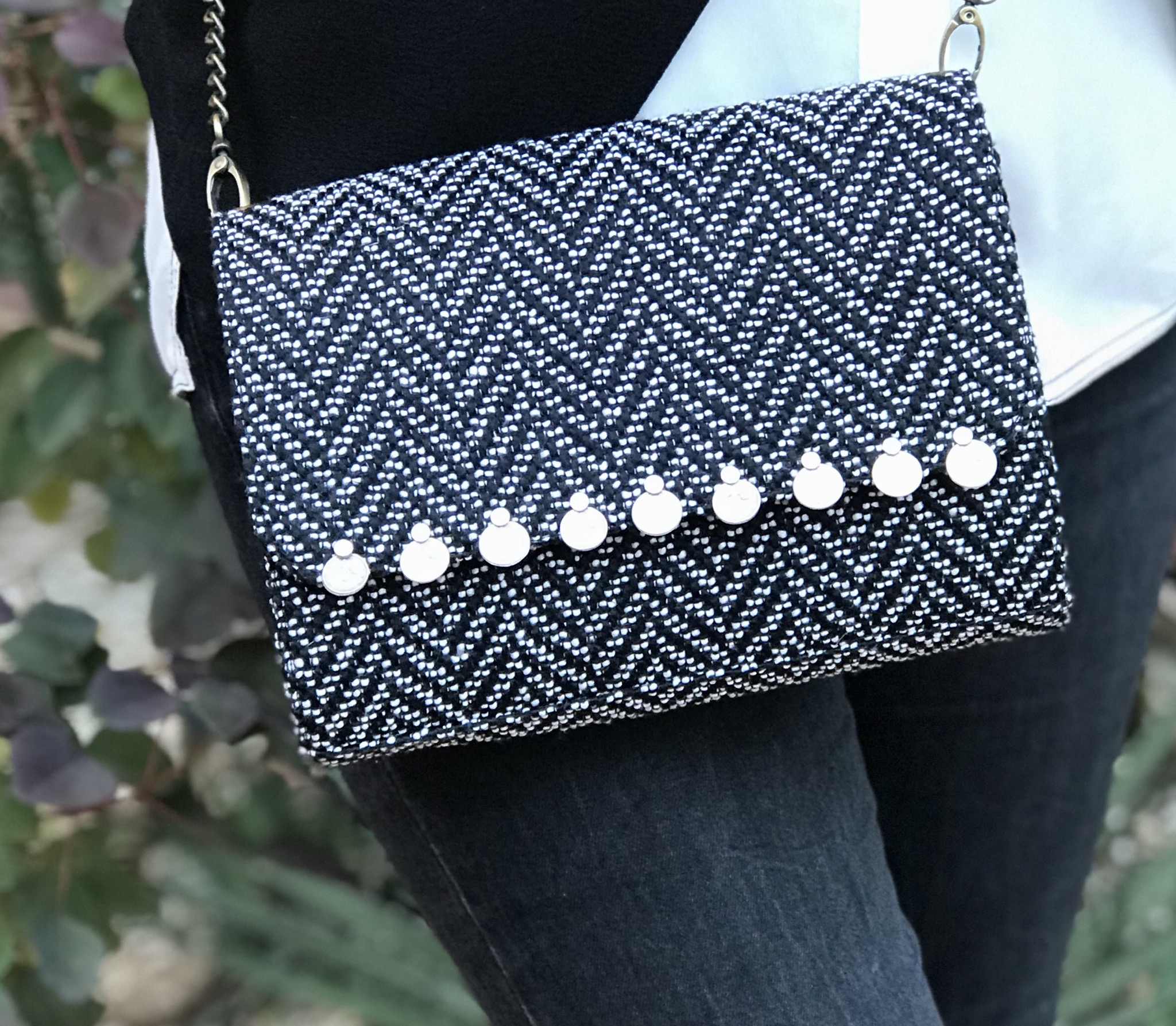 Bag tweed black & white with coins