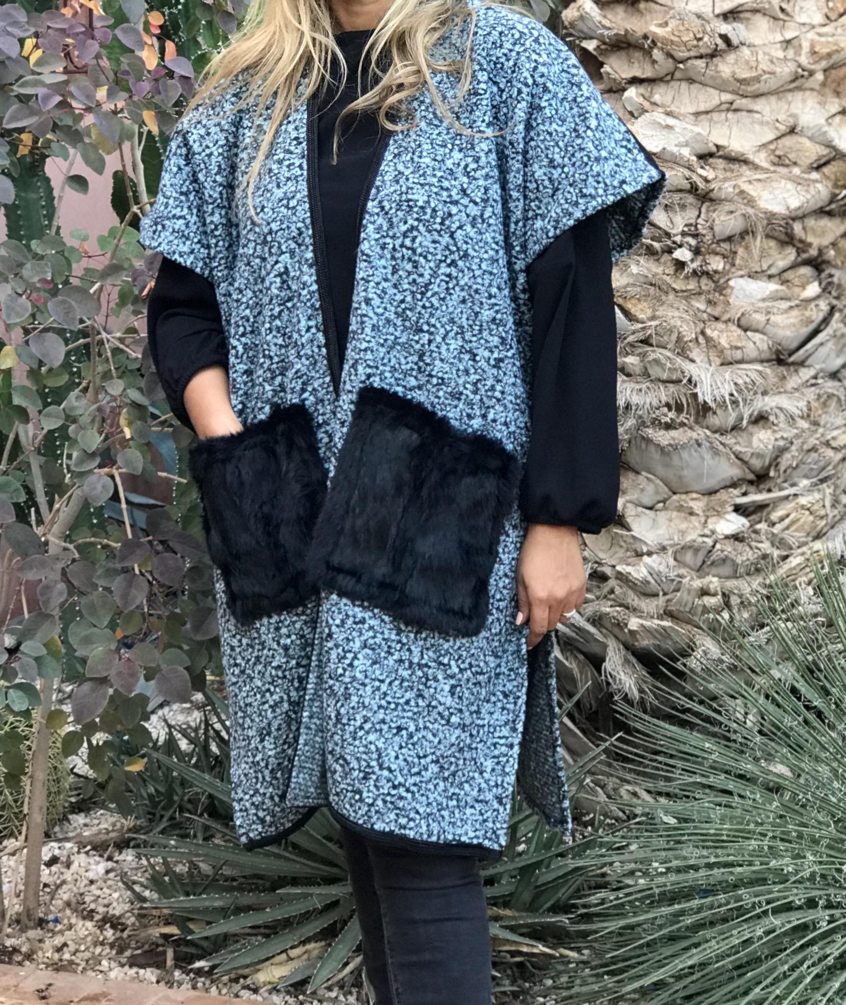 Kimono tweed blue black with black fur pockets