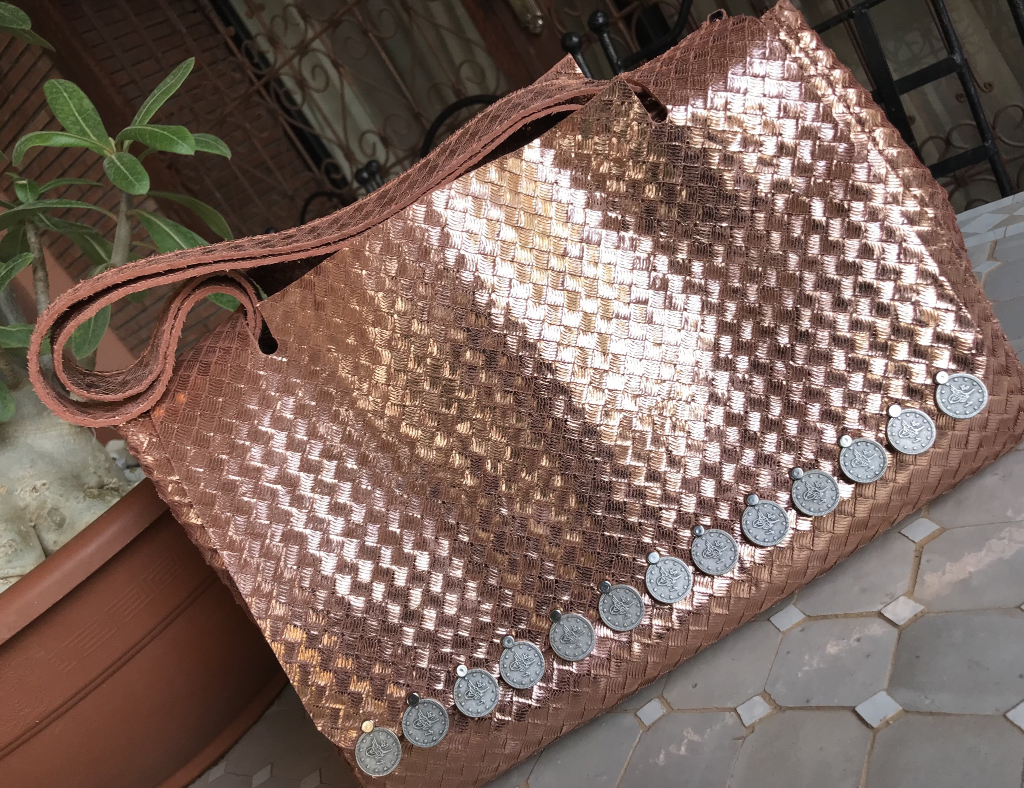 Bag leather tresse color salmon metallic with coins