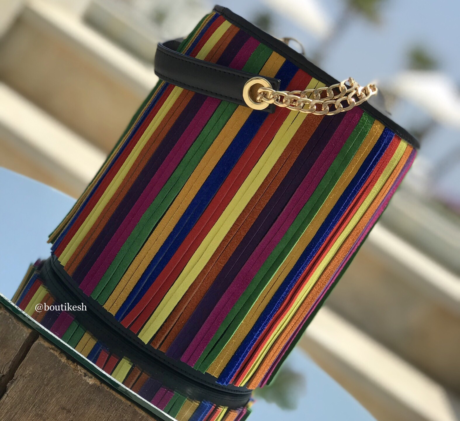 Bag bucket in leather black & colorful franges