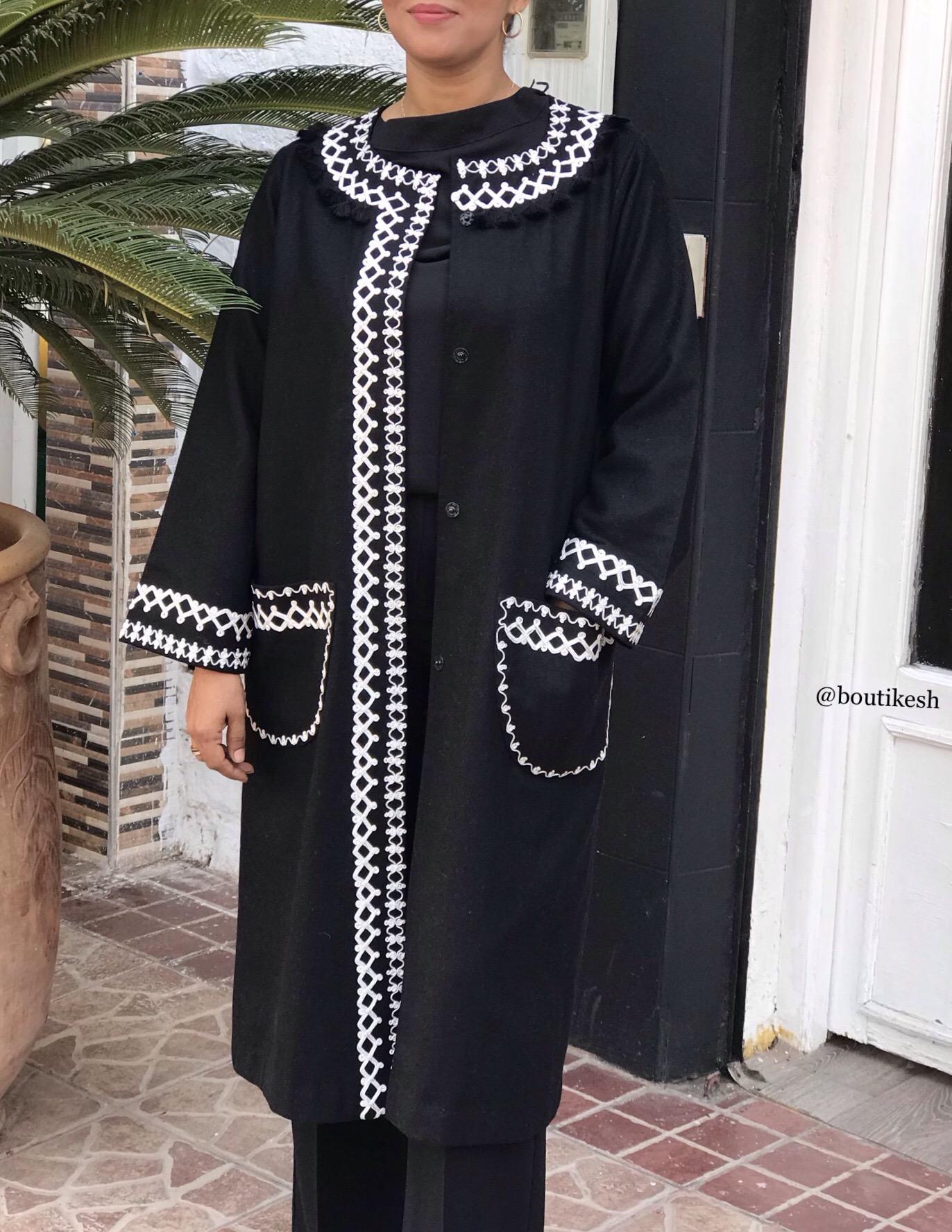 Coat flanelle black 3fil white & black pompons