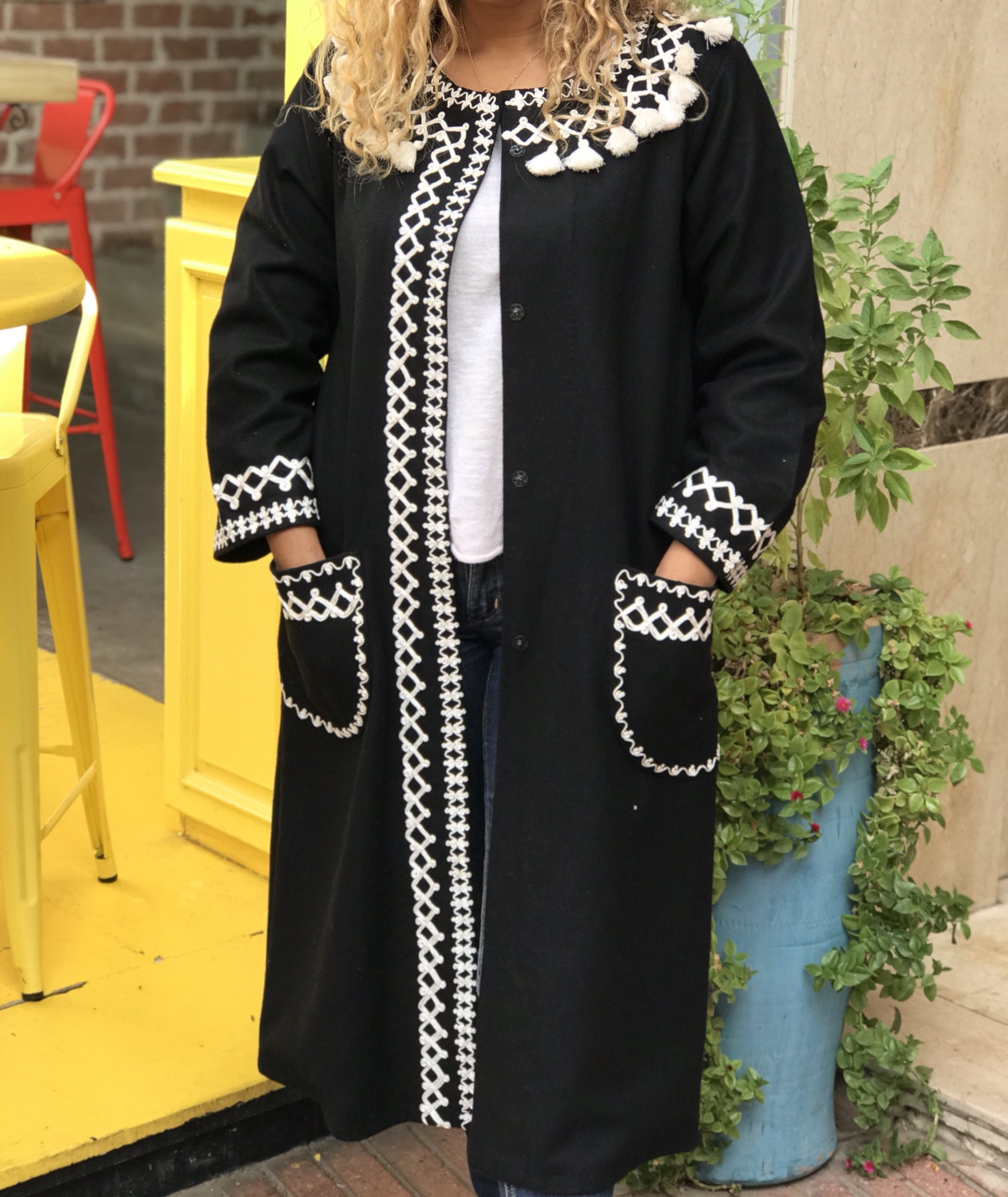 Coat flanelle black with pompons white