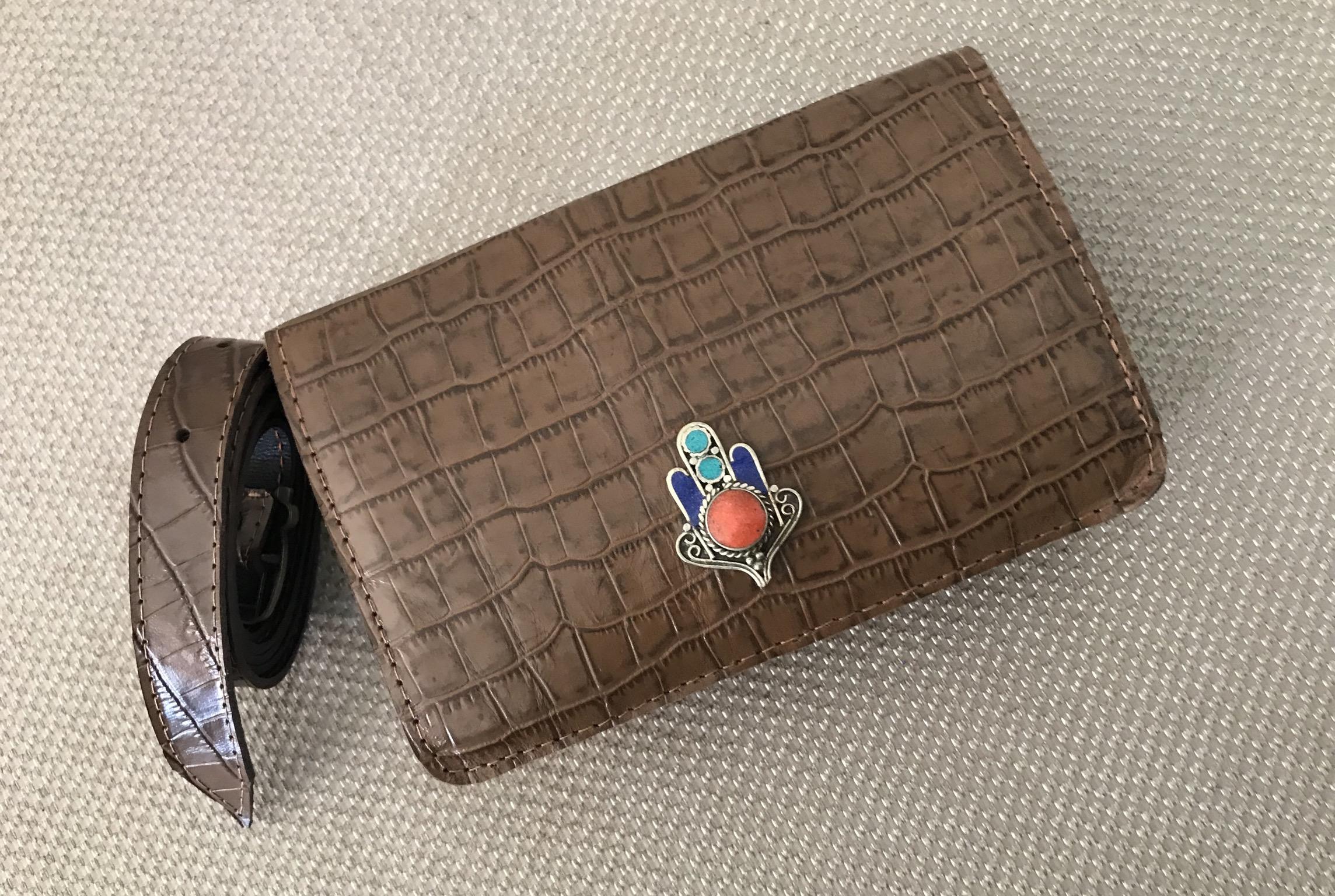 Sac 'Belt Bag' leather croco brown with fatma hand