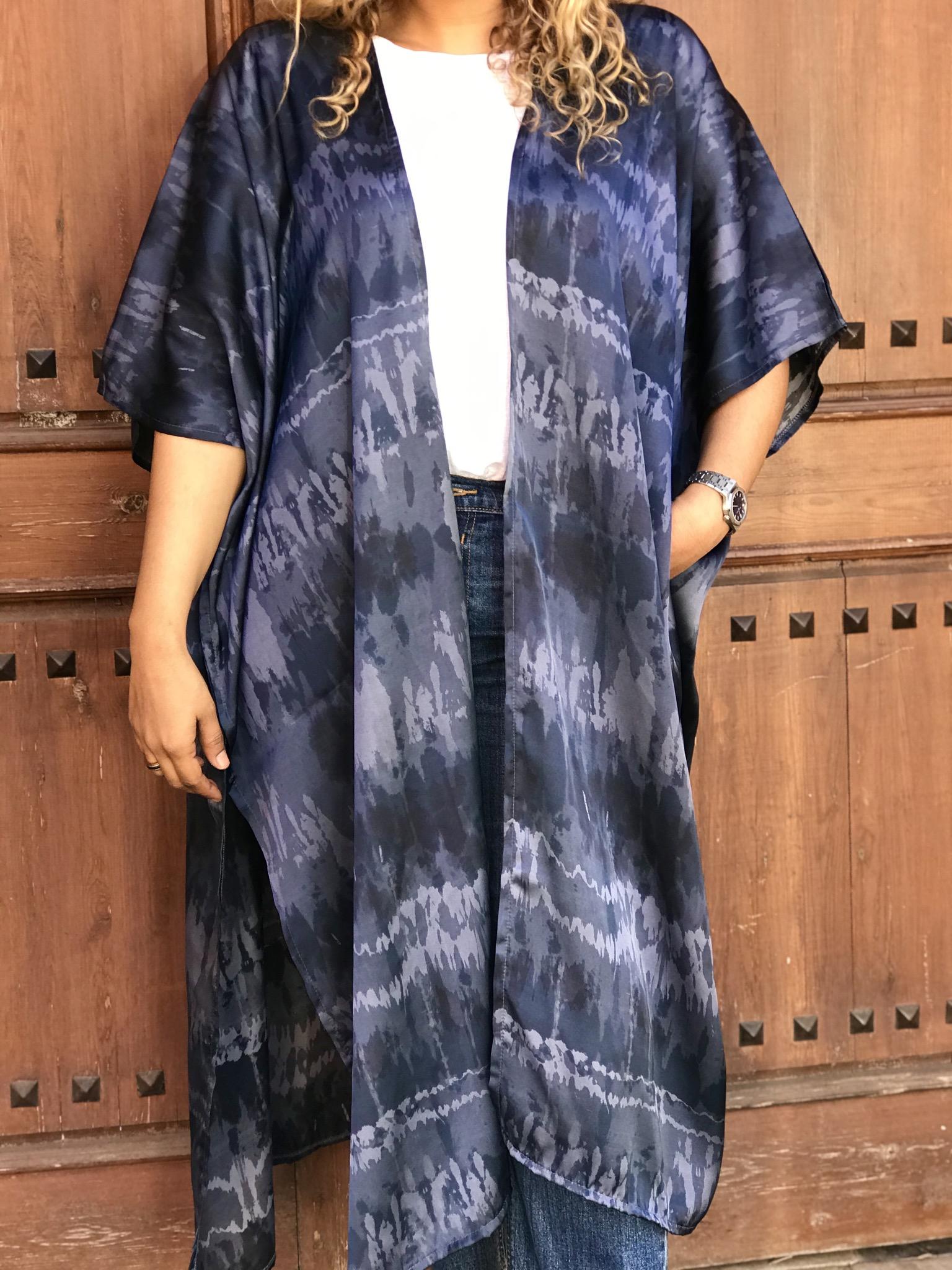 Kimono crêpe de soie with blue colors faded