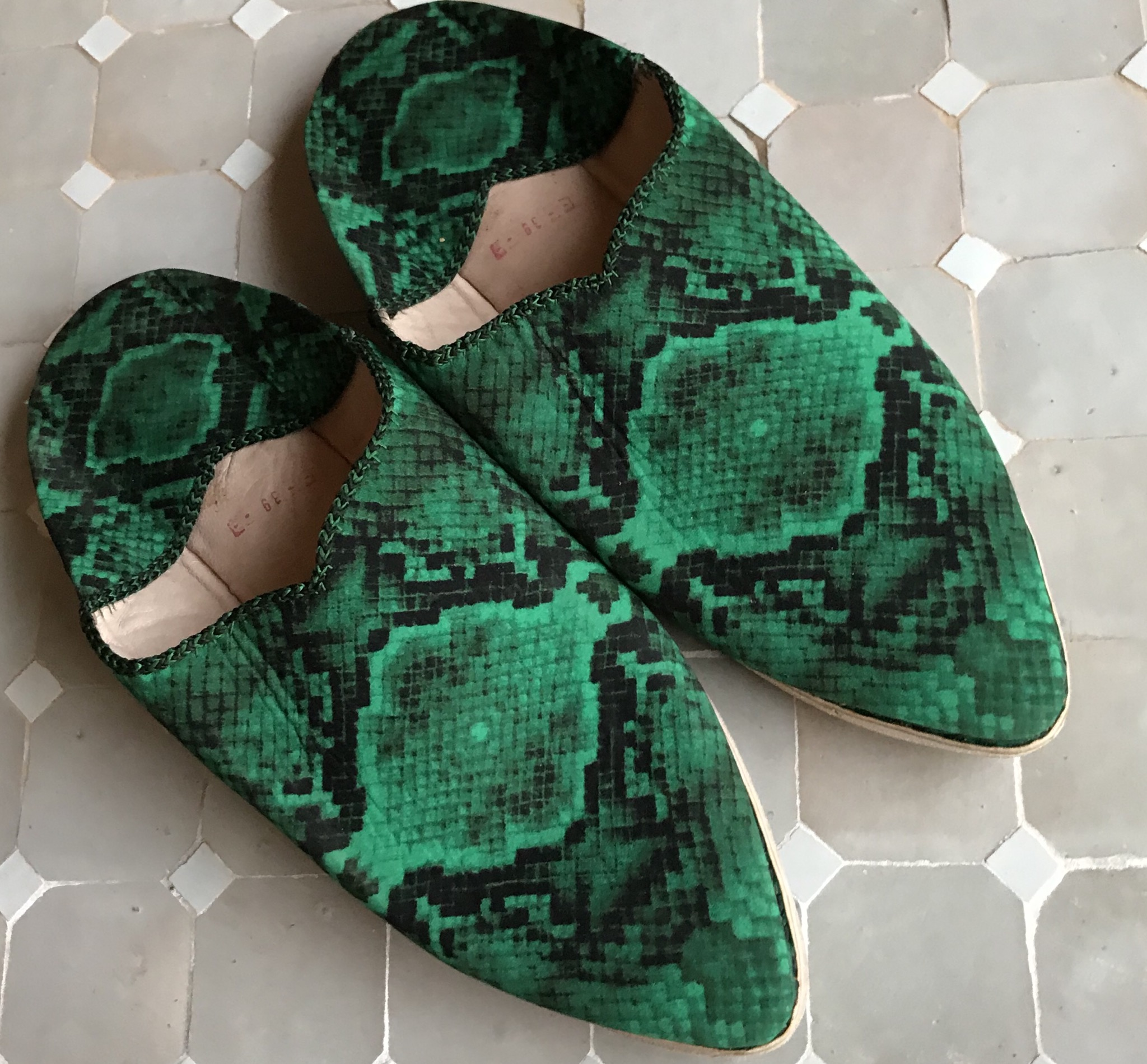 Babouches tissu crêpe de soie imprimés vertes antidérapante