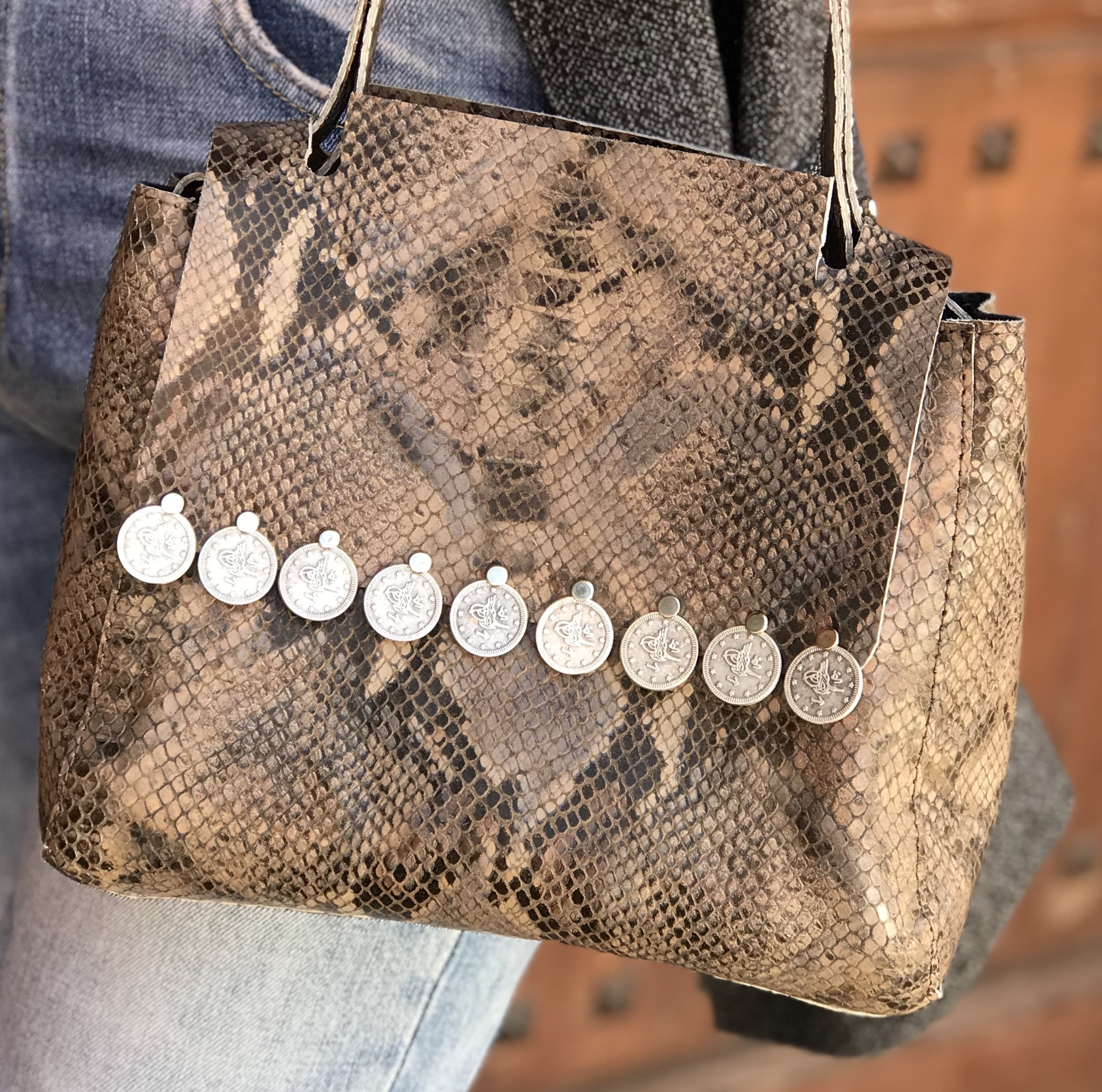 Bag leather croco taupe black with coins